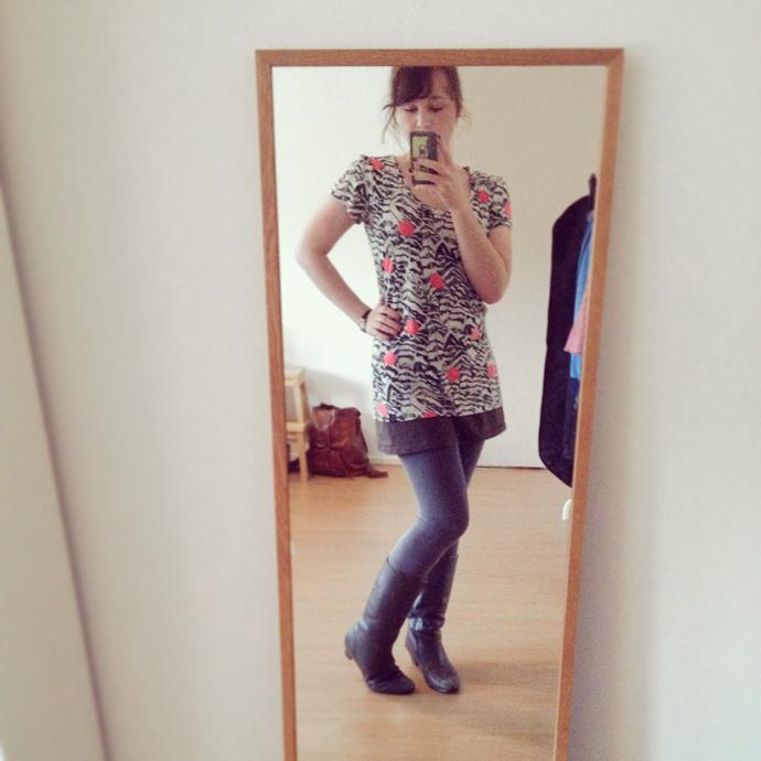 ma_selfie_dot_shirt