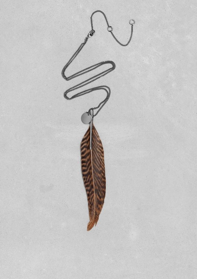 stories-com-necklave-feather