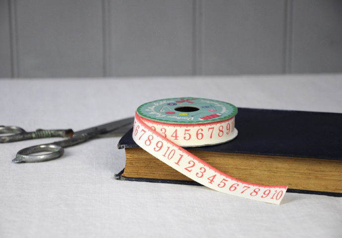 vintage_tape_measure_ribbon