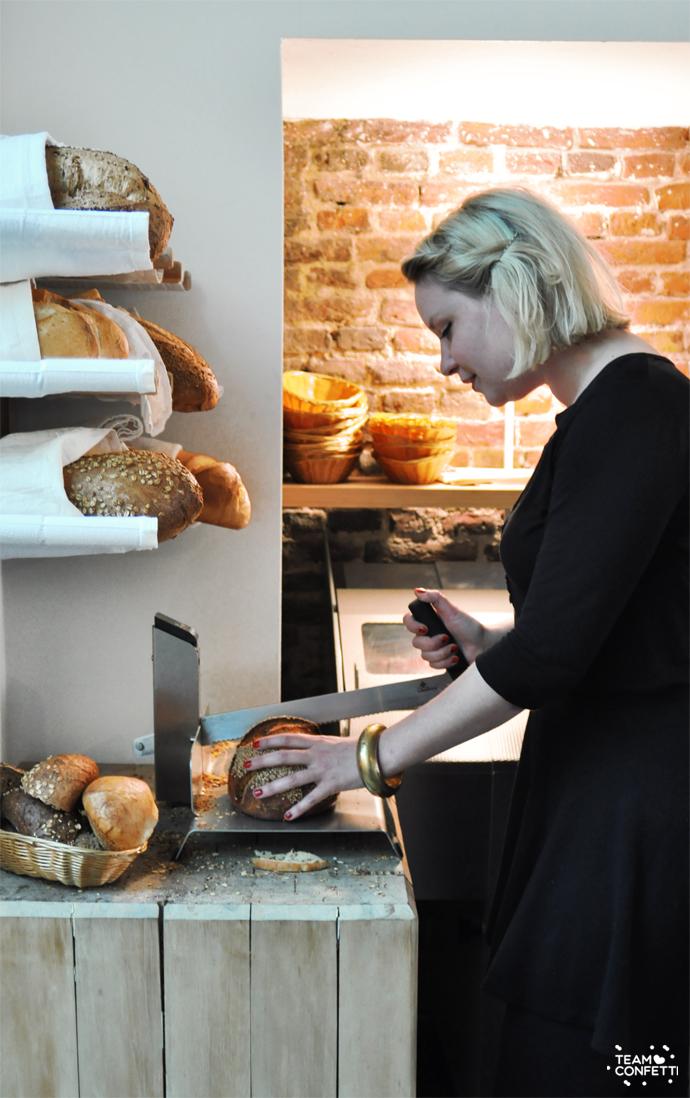 bakkerscafe_brood_snijden