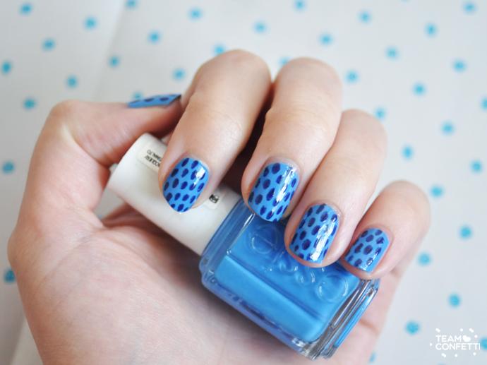 essie striped nailart