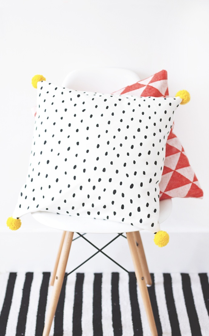 favoriete_diy_pompom_cushion_1