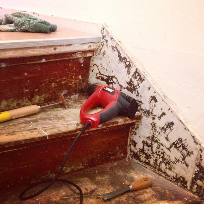 Oude lijm van trap verwijderen
