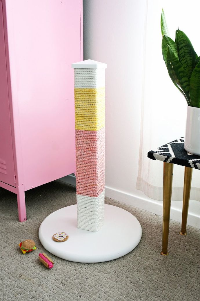 colorblocked scratching post ABM 4