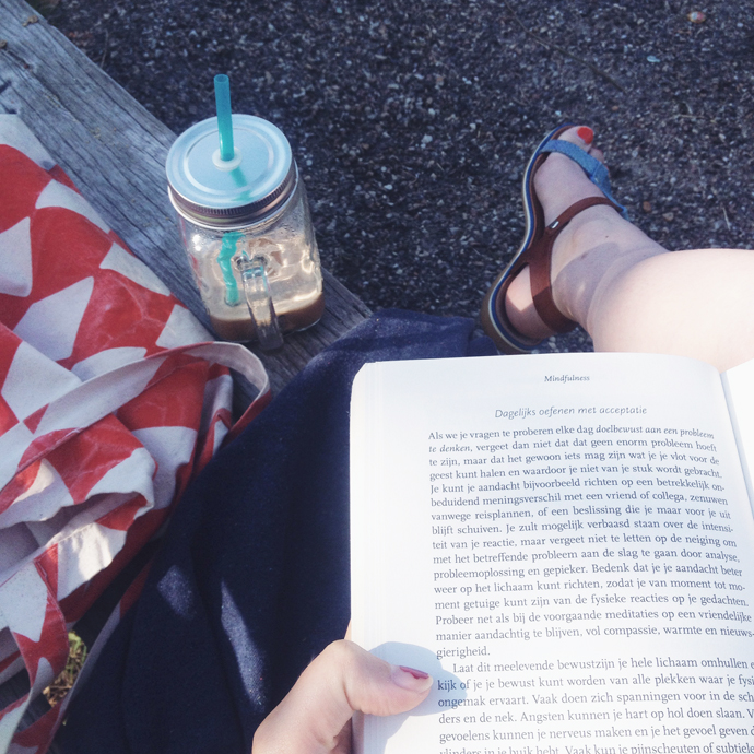 lezen in het park