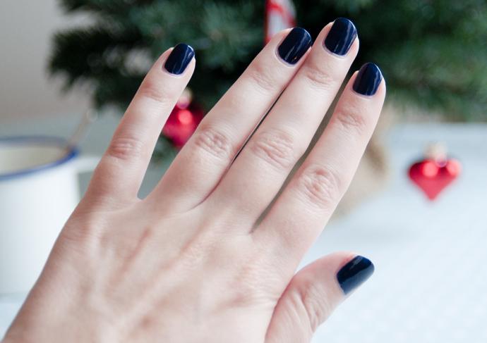 donkerblauwe nagellak