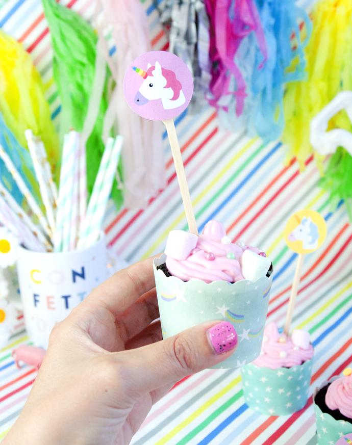 holding-cupcake